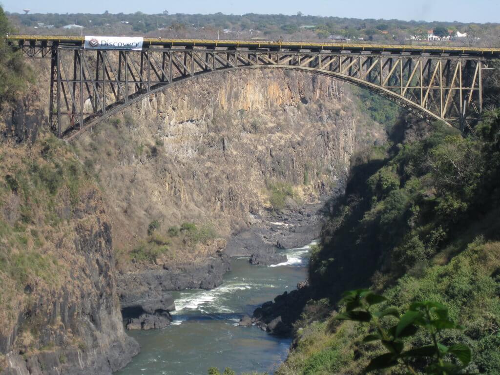 Cataratas Victoria, vista desde Zambia. (FILEminimizer)