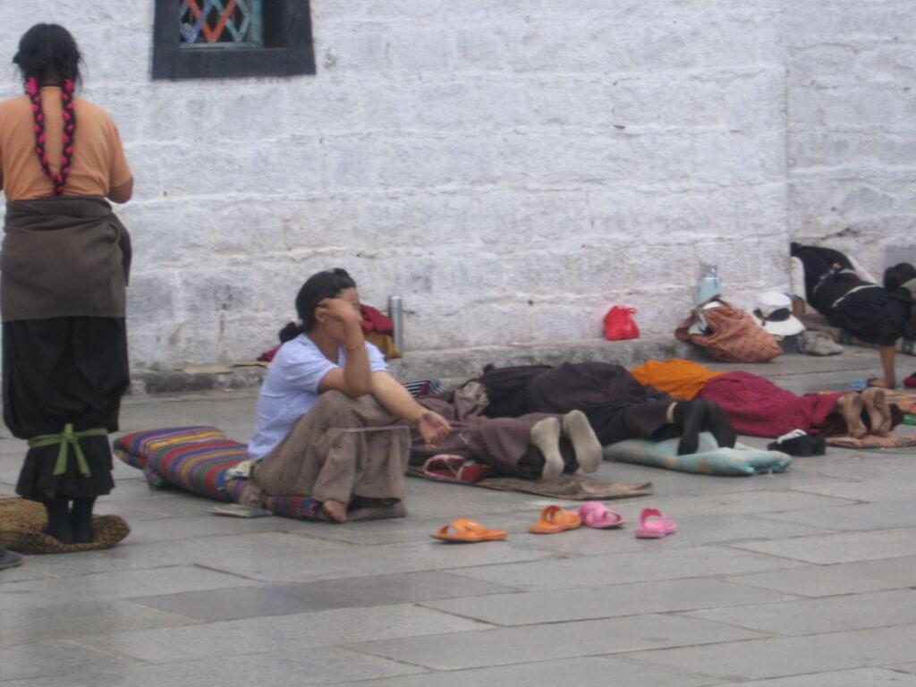 Rezos en la plaza de Lhasa