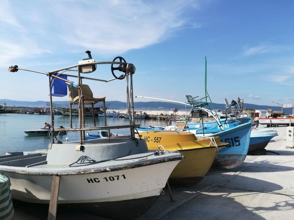 Barcos de pescadores de Nessebar, Bulgaria.