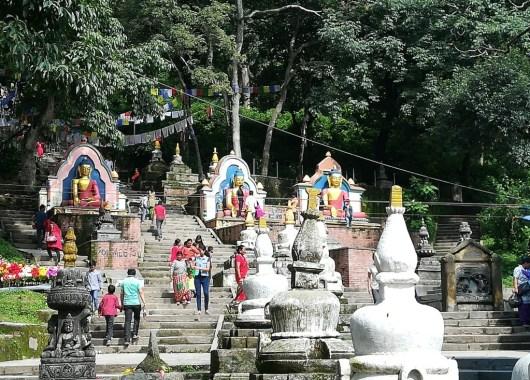 Camino a la estupa de Swayambhunath