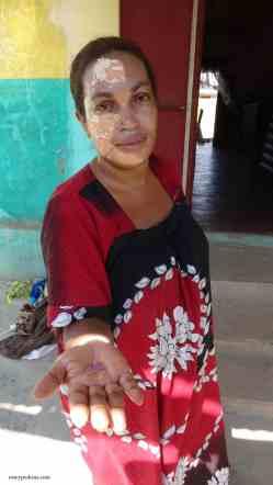 Female Middleman, Ilakaka. Photo: Rosey Perkins