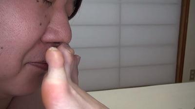 足の指先のニオイ