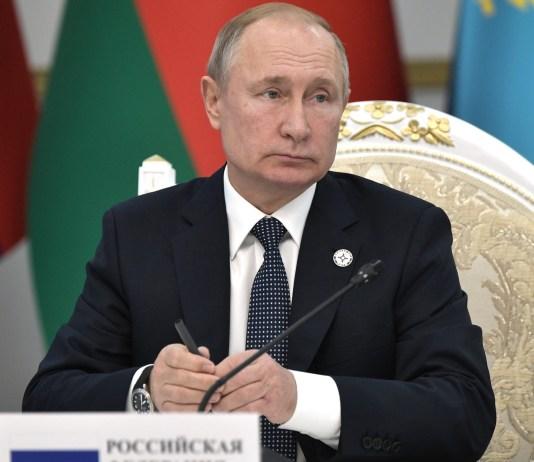 Путин подписал закон про штрафы иноагентам. Фото: kremlin.ru