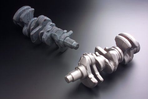 Crankshafts before and after processing by RKWS