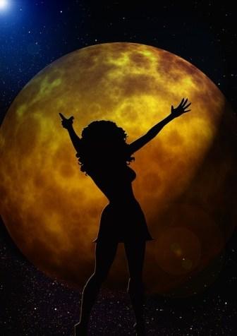 wpływ pełni księżyca