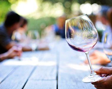 Dlaczego tanie wino ma swoje święto?