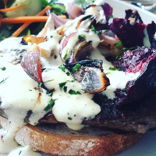 New England open steak sandwich
