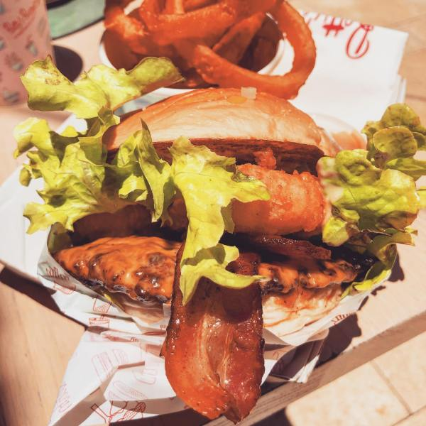 Noosa Classic Surf burger with bacon, Onion Rings & a Chocolate Thickshake  @bettys_burgers