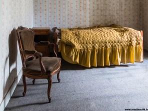 Chambre dépouillée