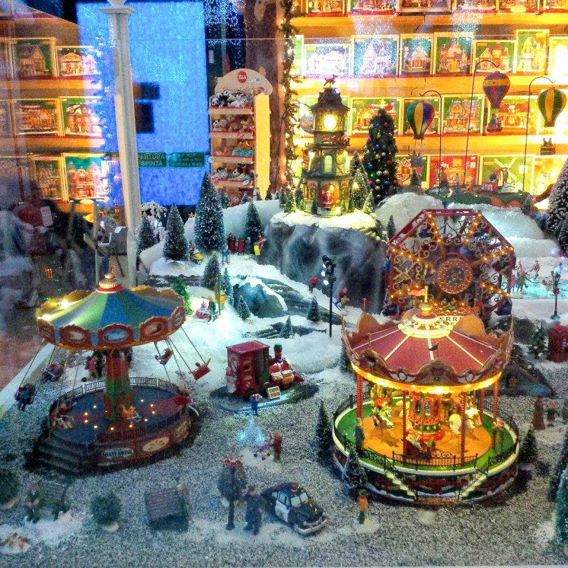 A display of battery-operated Christmas toys in a shop - Vicenza, Italy - rossiwrites.com