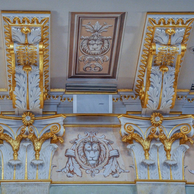 Close-up of the pillars in the ballroom - La Fenice Opera House in Venice, Italy - www.rossiwrites.com