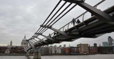 Millenium Bridge, London, UK - www.rossiwrites.com