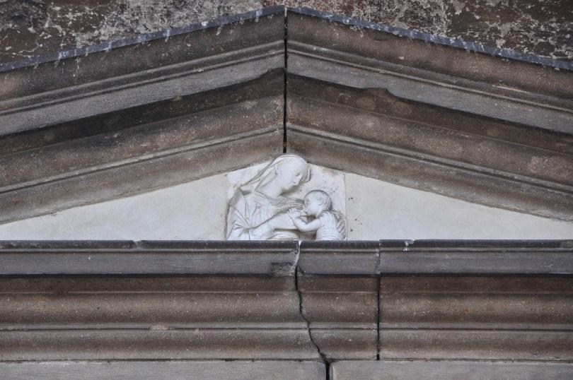 Nursing Madonna, bas-relief, Pasticceria Aliani, Corso Fogazzaro, Vicenza