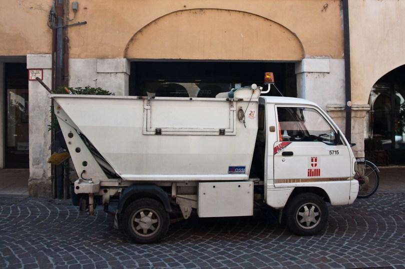 Rubbish truck, Vicenza, Veneto, Italy - www.rossiwrites.com