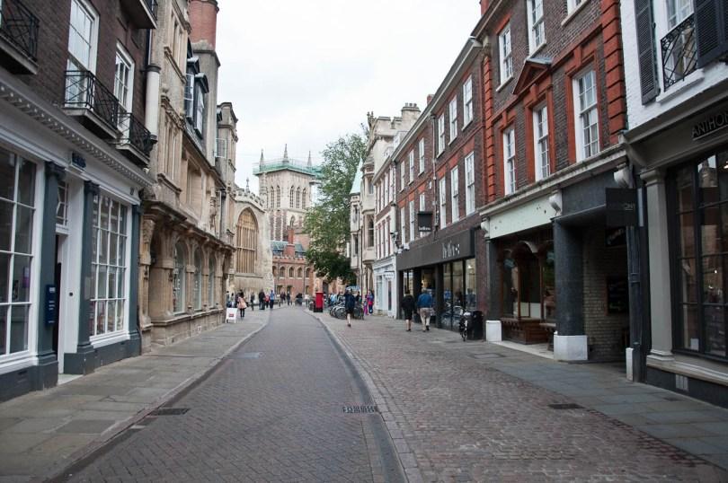 Street scene, Cambridge, England - www.rossiwrites.com