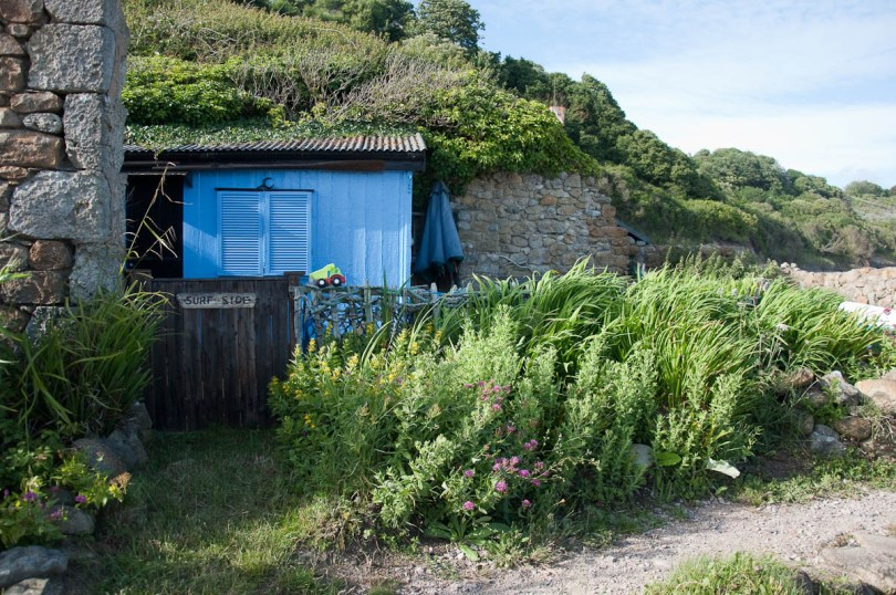 Surfer's hut, Castlehaven Beach, Isle of Wight, UK - www.rossiwrites.com