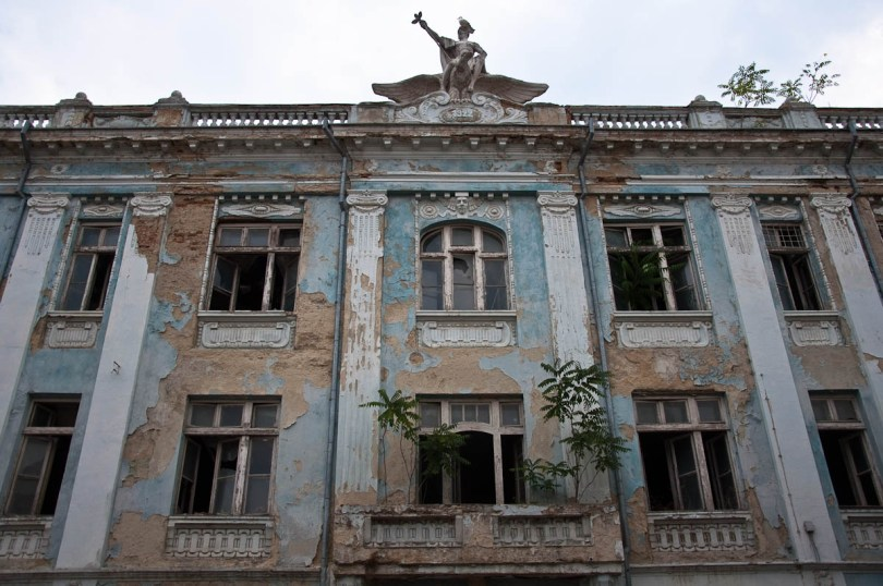 a-dilapidated-building-varna-bulgaria-www.rossiwrites.com