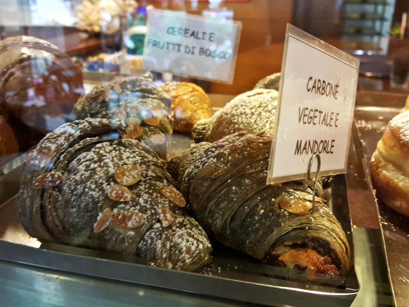 Brioches made with vegetable coal - Vicenza, Italy - www.rossiwrites.com