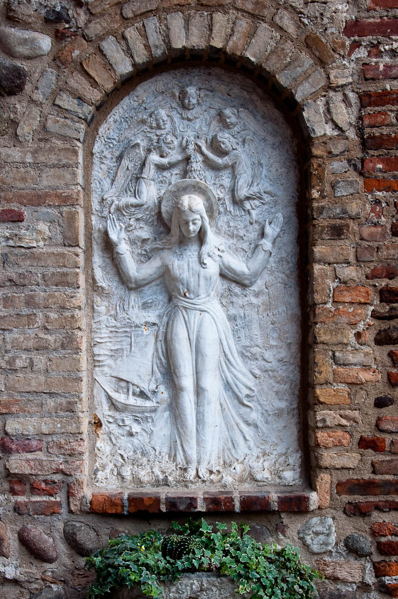 A bas-relief at the defensive wall entrance to Lazise - Lazise, Lake Garda, Italy - www.rossiwrites.com