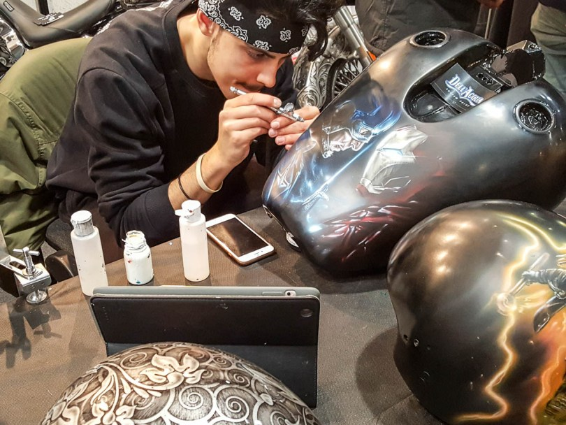 An artist at work - Verona Motor Bike Expo 2017, Italy - www.rossiwrites.com