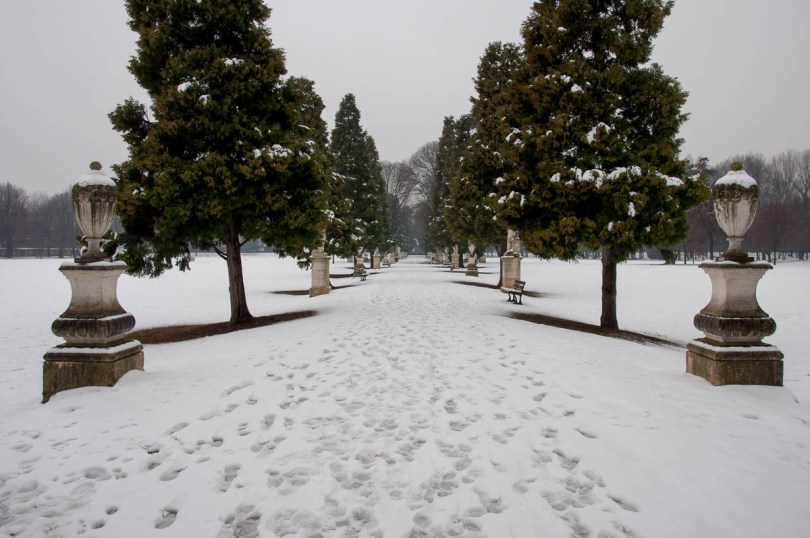The alley with the statues in Parco Querini covered by snow - Vicenza, Veneto, Italy - www.rossiwrites.com
