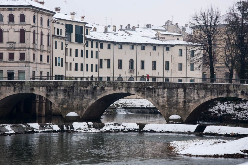 The river in the snow - Vicenza, Veneto, Italy - www.rossiwrites.com