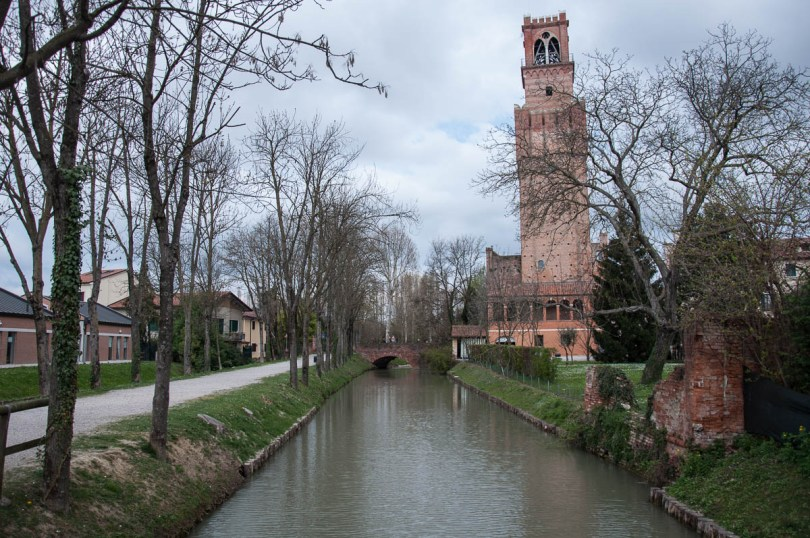 The bell tower Torre dei Preti and the moat - Noale, Veneto, Italy - www.rossiwrites.com