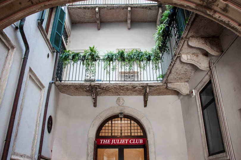 The entrance of the Juliet Club - Verona, Italy - www.rossiwrites.com