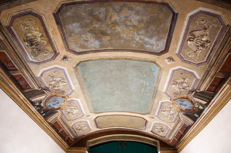 The frescoed ceiling of the arcade leading to the Juliet Club - Verona, Italy - www.rossiwrites.com