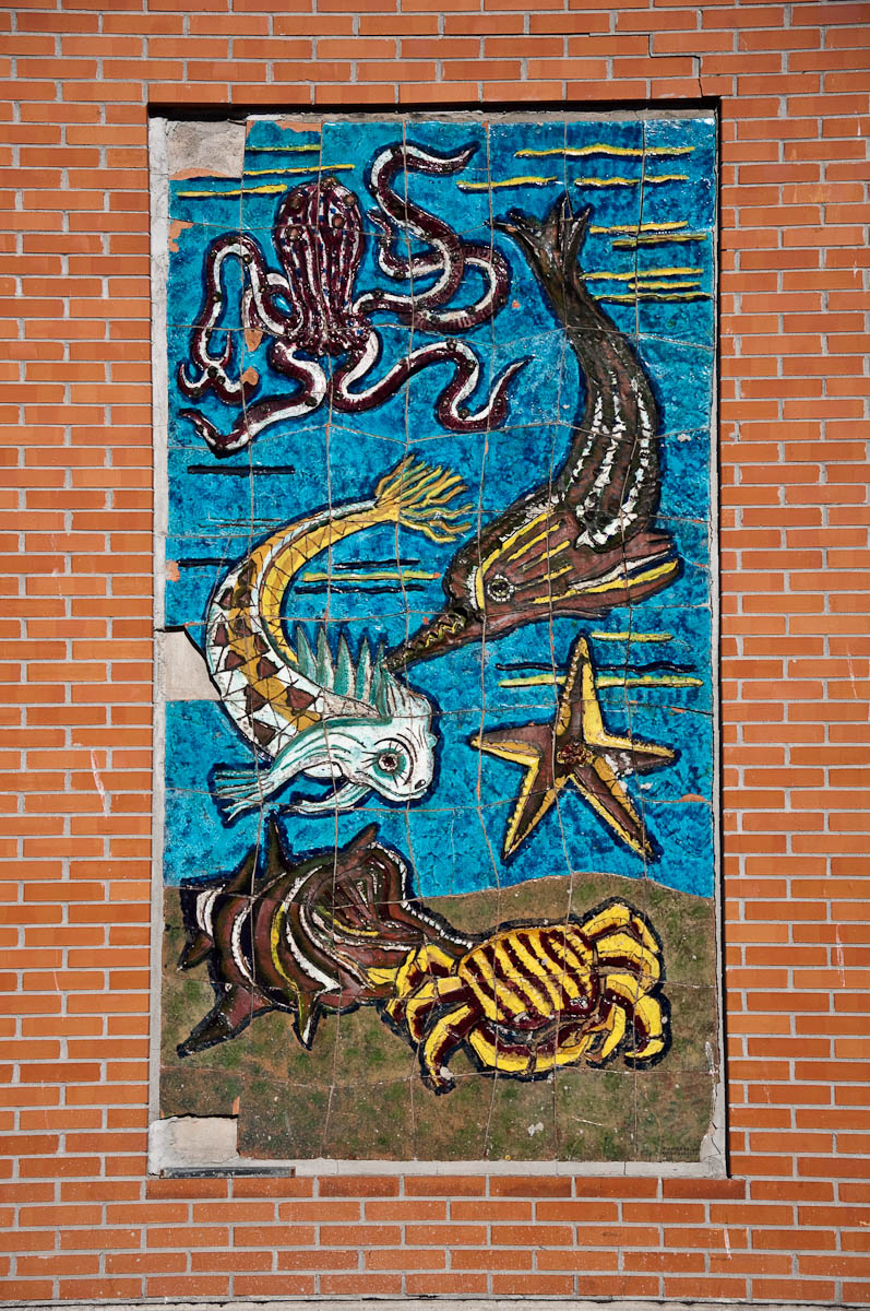 The marine tiled mural on the wall of the wholesale fish market - Chioggia, Veneto, Italy - www.rossiwrites.com