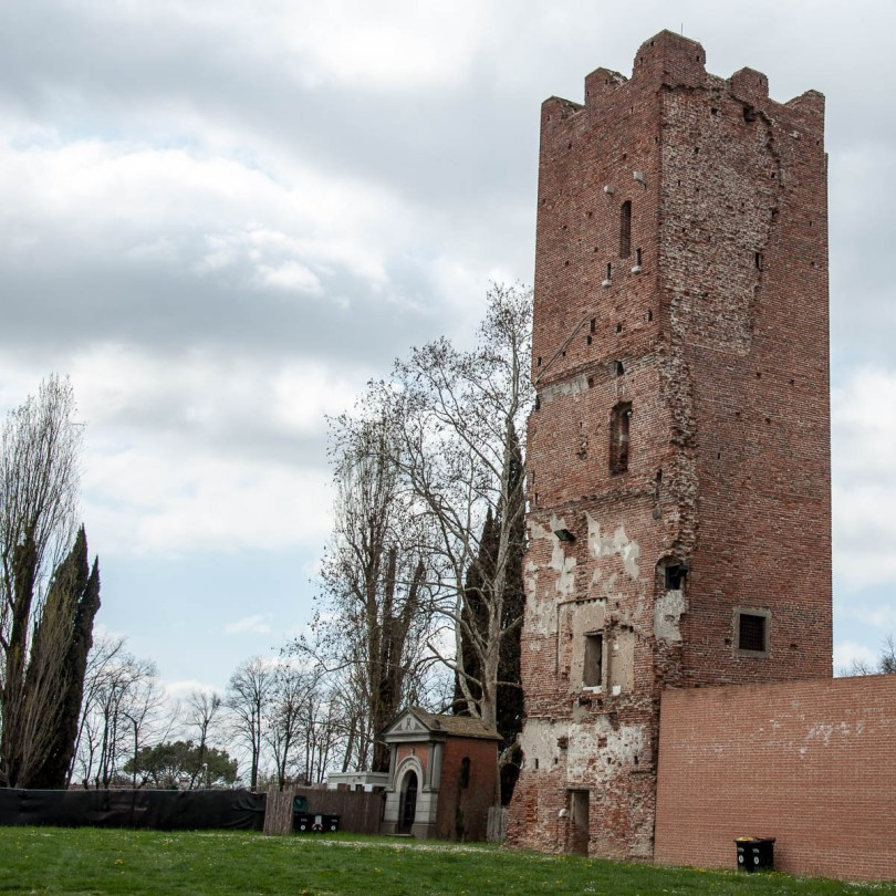 The tower of La Rocca dei Tempesta - Noale, Veneto, Italy - www.rossiwrites.com