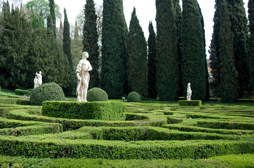 Statues and ivy - Giardino dei Giusti - Verona, Veneto, Italy - www.rossiwrites.com