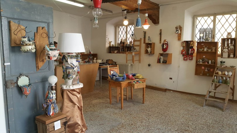 Handmade pottery shop - Rovereto, Trentino, Italy - www.rossiwrites.com