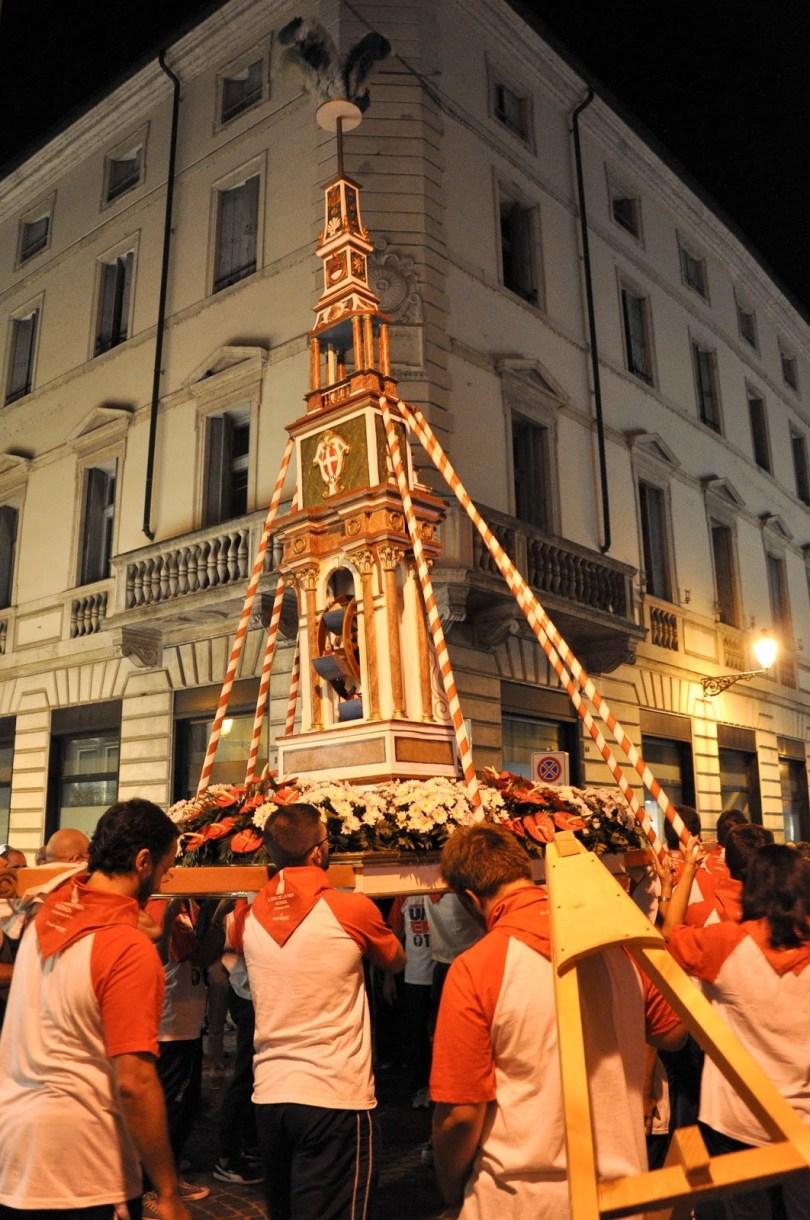 La Ruetta carried by Vicenza's youngsters during the historical procession Il Giro della Rua 2015 - Vicenza, Veneto, Italy - www.rossiwrites.com