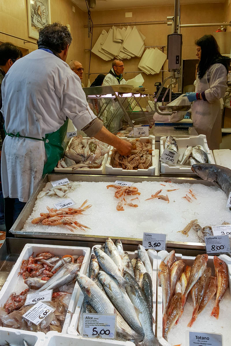 A fish shop - The Old Market in the Quadrilatero - Bologna, Emilia-Romagna, Italy - www.rossiwrites.com
