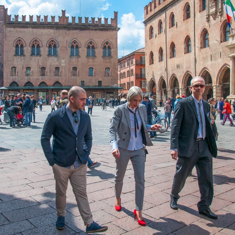 A lively square and a lady with red shoes - Bologna, Emilia-Romagna, Italy - www.rossiwrites.com