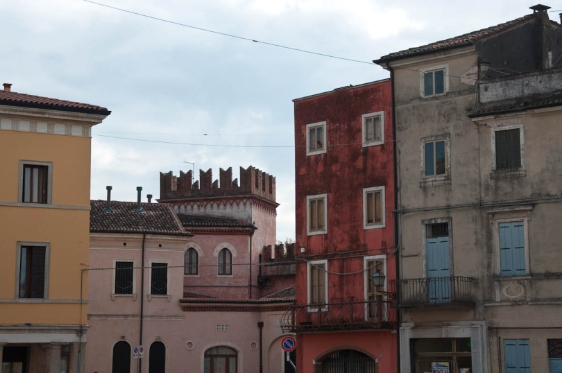 Colourful houses - Cologna Veneta, Italy - www.rossiwrites.com