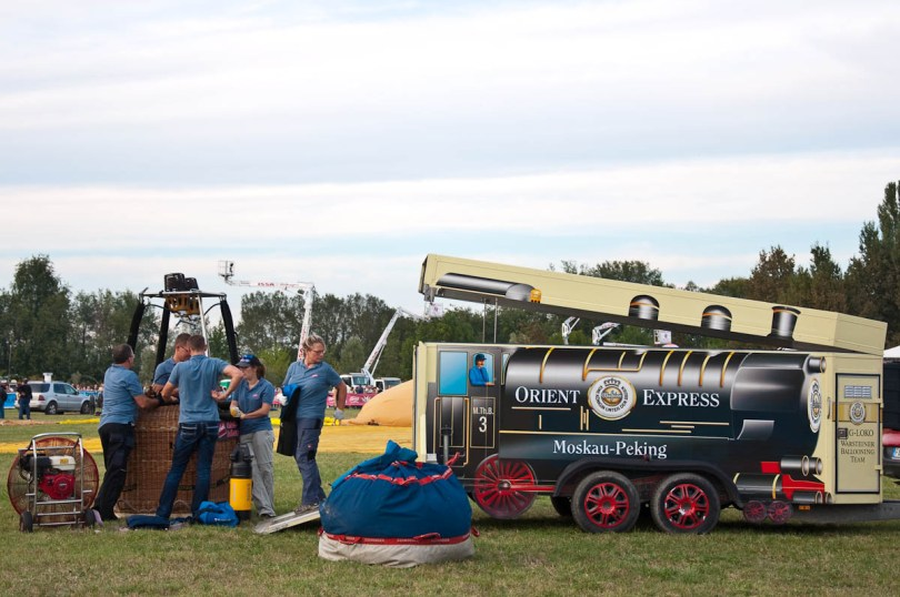 Getting the basket of the Orient Express balloon ready - Ferrara Balloons Festival 2016 - Italy - www.rossiwrites.com