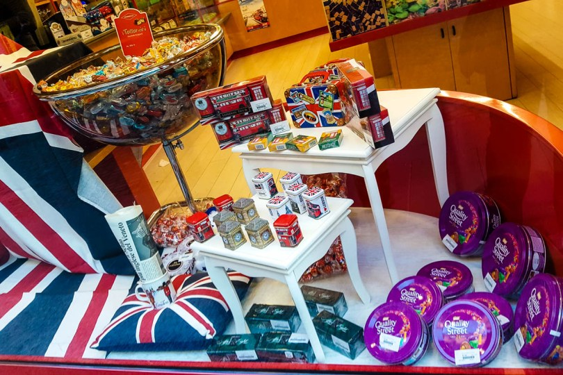 Shop window with a British-themed display - British Day Schio - Veneto, Italy - www.rossiwrites.com