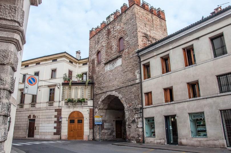 Porton del Luzzo - Vicenza, Veneto, Italy - www.rossiwrites.com