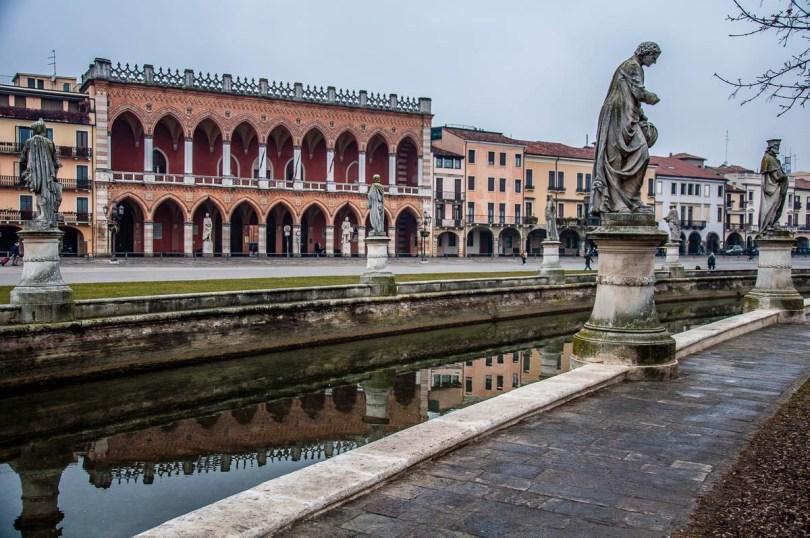 A View of Prato della Valle - Padua, Italy - www.rossiwrites.com