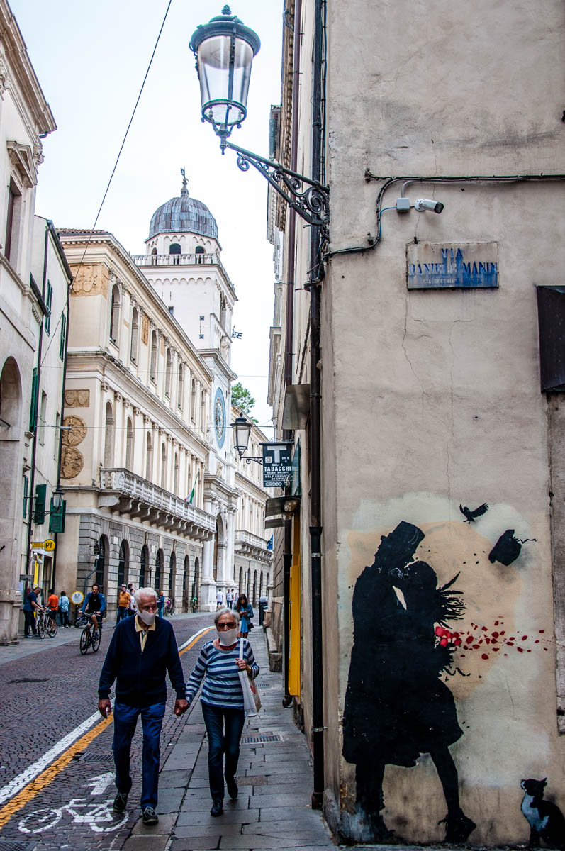 An old couple and a Kenny Random mural - Padua, Veneto, Italy - rossiwrites.com