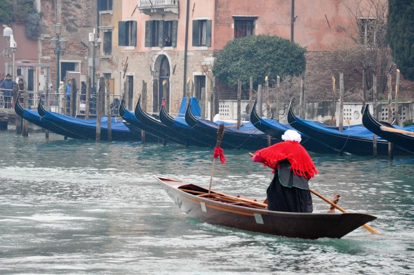 Red Befana, Befana race, Venice, Italy - www.rossiwrites.com