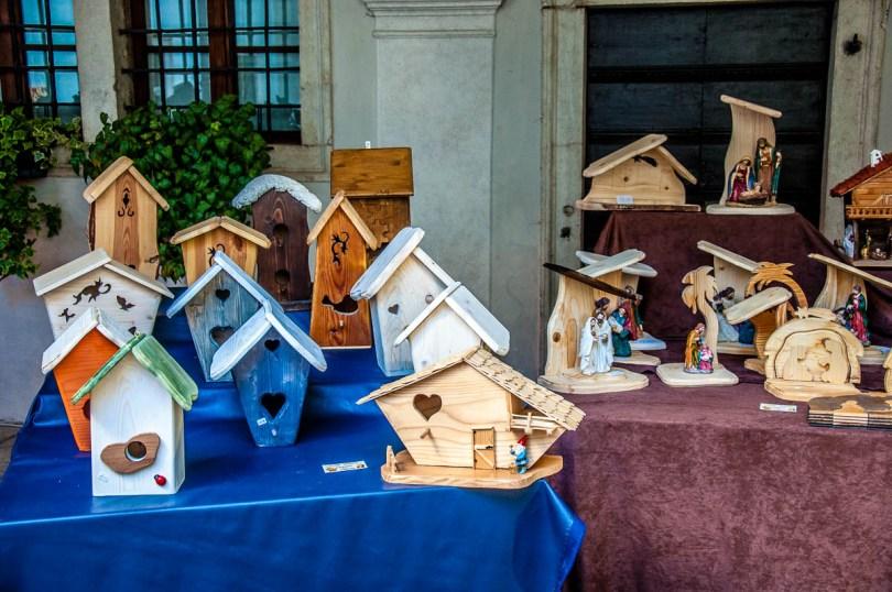 Handmade birdhouses - Christmas Market - Ala, Trentino, Italy - www.rossiwrites.com
