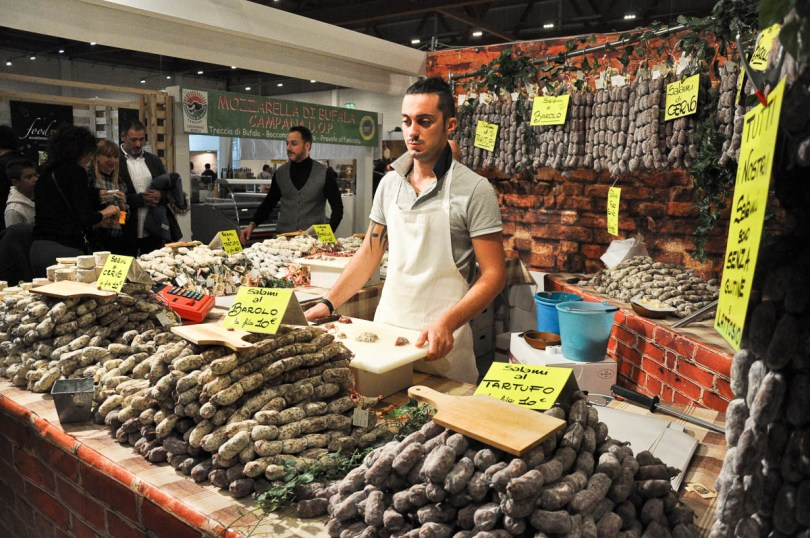 Market stall selling artisan sausages - Vicenza, Italy - www.rossiwrites.com