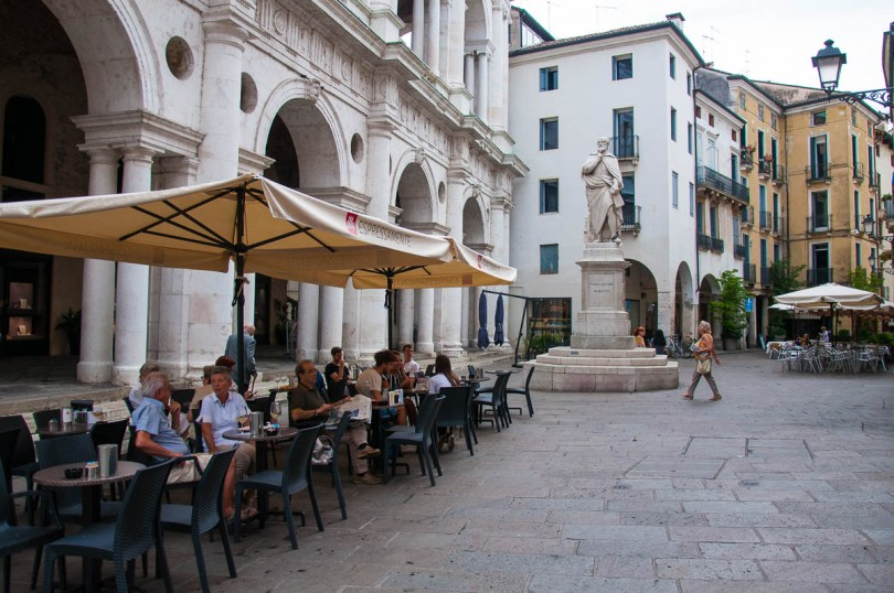 People having coffee in the shadow of the Palladio's Basilica and Palladio's statue - Italian cafe culture - Vicenza, Veneto, Italy - www.rossiwrites.com