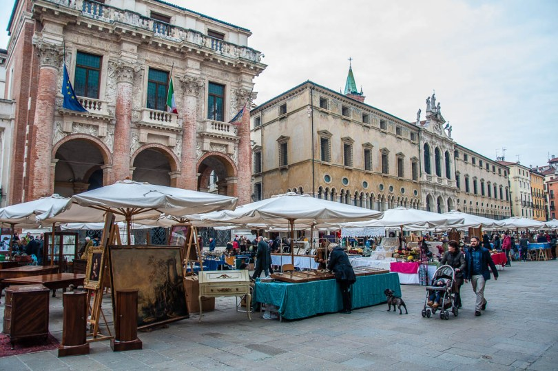 The monthly antiques market - Vicenza, Veneto, Italy - www.rossiwrites.com