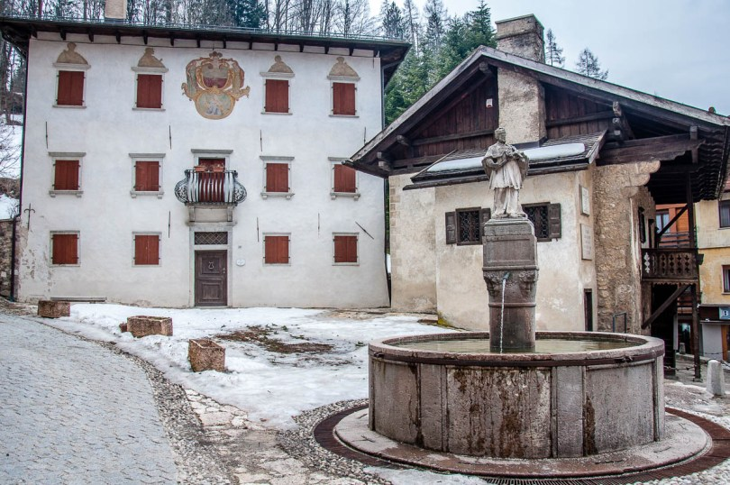 Side view of Titian's birth house with a fountain and a 16th century palace - Pieve di Cadore - Province of Belluno, Veneto, Italy - www.rossiwrites.com