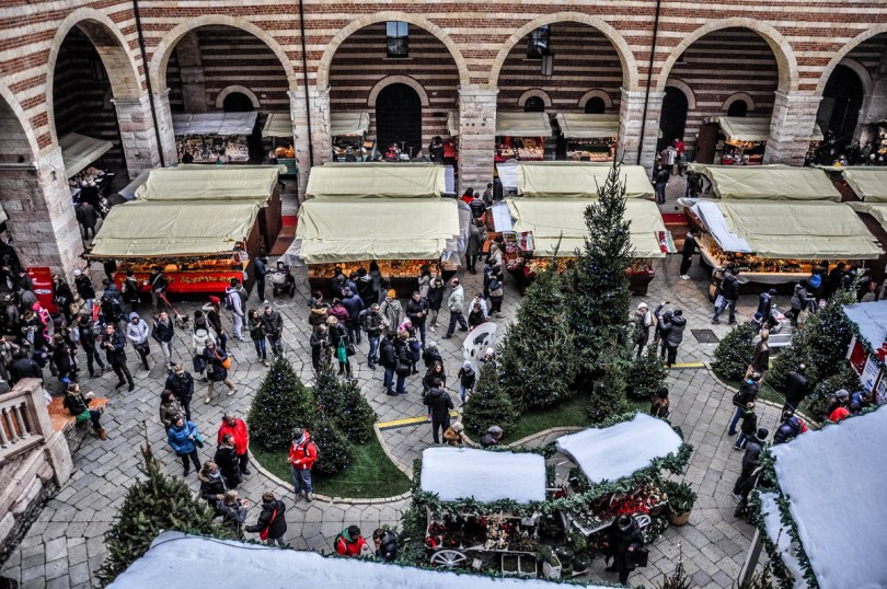 The market stalls seen from above - Christmas Market - Verona, Italy - www.rossiwrites.com