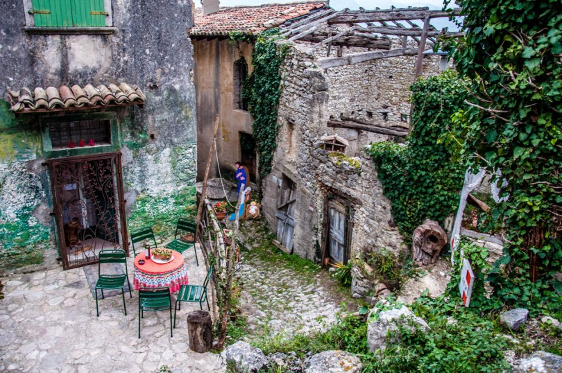 The local coffee shop surrounded by abandoned houses - Campo di Brenzone, Lake Garda, Italy - www.rossiwrites.com